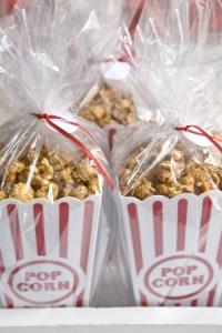 caramel-popcorn-wedding-favors